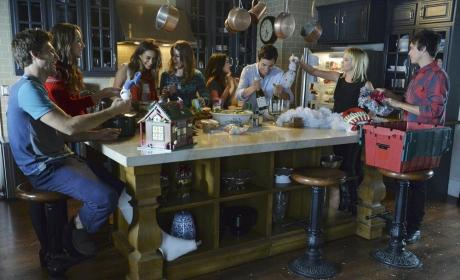 Champagne! - Pretty Little Liars Season 5 Episode 13