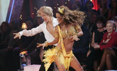 Dancing With the Stars Summary: Brooke Burke is Smokin!