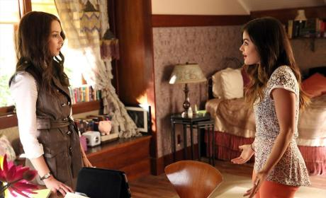 Bedroom Chat - Pretty Little Liars Season 5 Episode 10