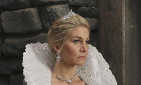 Once Upon a Time Photo Gallery: Using the Dagger