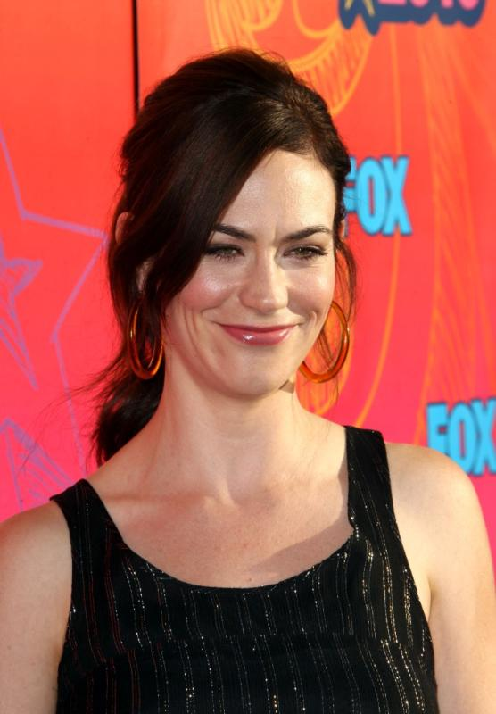 Maggie Siff (Tara Knowles)