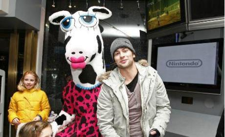 Chace Crawford, Maggie Moo