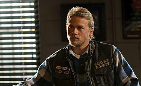 Sons of Anarchy Season Premiere Pics: Meeting Mr. President, Mr. Pope