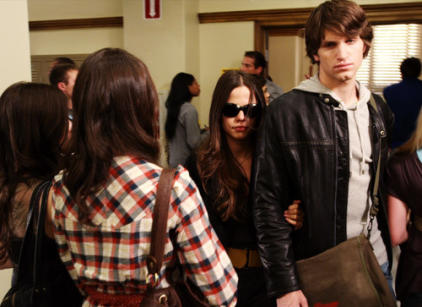 Watch Pretty Little Liars Season 1 Episode 3 Online
