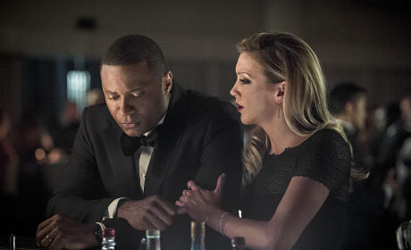 Comforting Diggle - Arrow Season 4 Episode 7