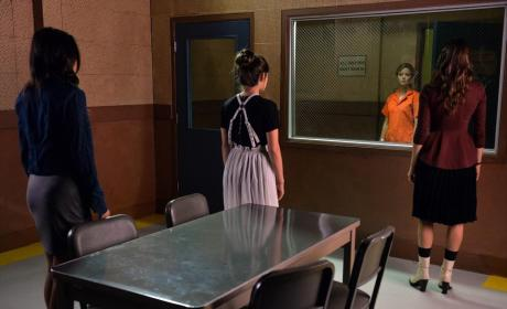 Through The Looking Glass - Pretty Little Liars Season 5 Episode 21
