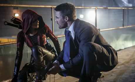 The Mayor Looks Silly - Arrow Season 5 Episode 1