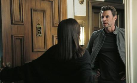 At Liv's Door - Scandal Season 4 Episode 9
