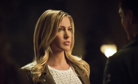 Watch Arrow Online: Season 4 Episode 3