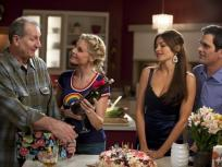 Modern Family Season 2 Episode 24