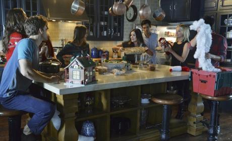 Casserole! - Pretty Little Liars Season 5 Episode 13
