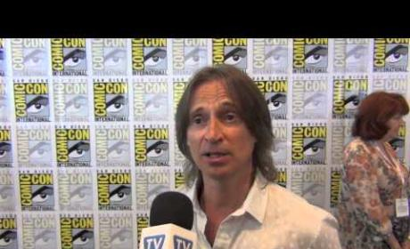 "Robert Carlyle Teases Once Upon a Time Premiere, A ""Suicide Mission"" for Gold"