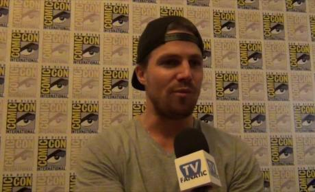 "Stephen Amell Previews Very ""Different"" Arrow Season 4"
