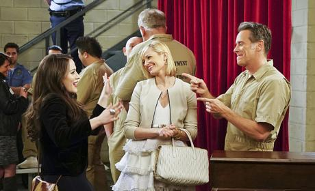 Watch 2 Broke Girls Online: Season 5 Episode 16