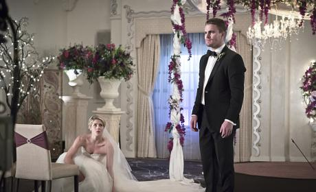 Taking Cover - Arrow Season 4 Episode 16