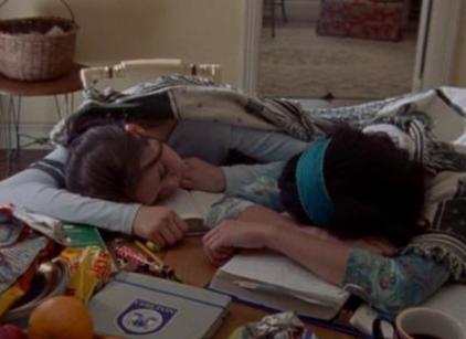Watch Gilmore Girls Season 1 Episode 4 Online