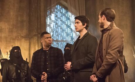 Watch DC's Legends of Tomorrow Online: Season 1 Episode 9