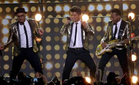 Bruno Mars Super Bowl Halftime Performance: Grade It!
