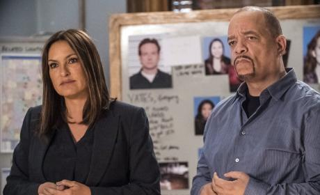 SVU Joins the Investigation - Chicago PD Season 3 Episode 14
