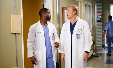 Owen Works With an Intern - Grey's Anatomy Season 12 Episode 4