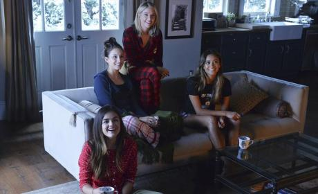 Sleepover Time! - Pretty Little Liars Season 5 Episode 13