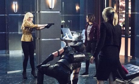 Arrow Photos: Felicity's Nemesis is Back!