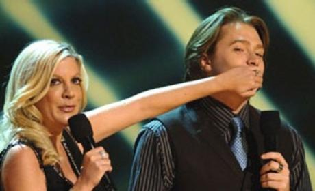 American Idol Pictures of the Day: Clay Aiken Hushed at AMAs; Taylor Hicks Looks the Part in Miami