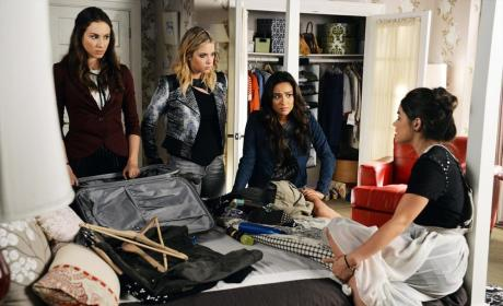 Packing - Pretty Little Liars Season 5 Episode 21
