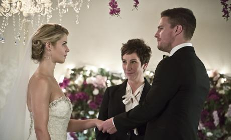 Oliver Looks Happy - Arrow Season 4 Episode 16