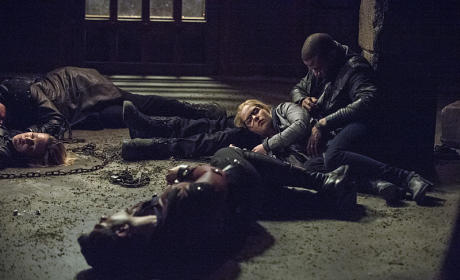 Waking Up - Arrow Season 3 Episode 23