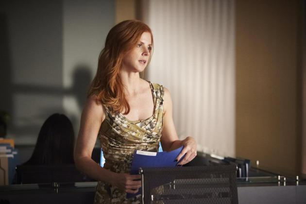 Donna Framed in Liht
