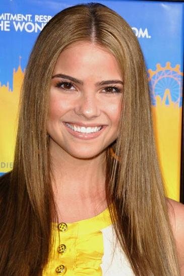 Shelley Hennig Image