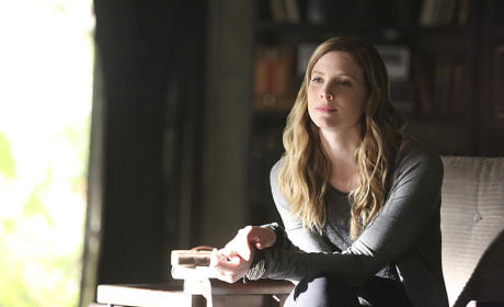 Elizabeth Blackmore as Valerie - The Vampire Diaries Season 7 Episode 3