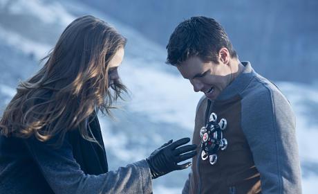 Reaching Out - The Flash Season 1 Episode 13