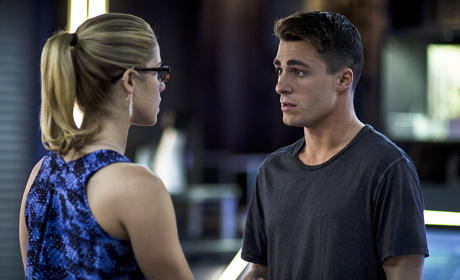 Arrow Season 3 Episode 6 Photo Preview: Strung Up