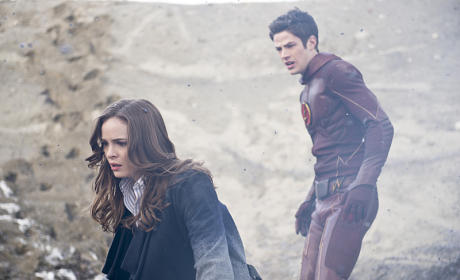 The Flash Season 1 Episode 14 Photo Gallery: Better Together or Apart?