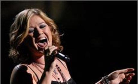 Kelly Clarkson Kicks Off Tour