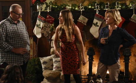 Modern Family Season 7 Episode 9 Review: White Christmas