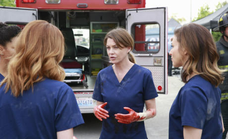 Bloody Hands - Grey's Anatomy Season 11 Episode 23