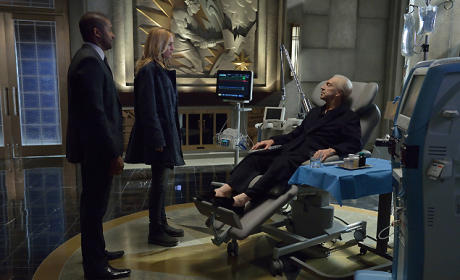 The Strain Post-Mortem: Co-Creator Talks Flashbacks, Eyeworms & Clumsy Vamp Feeding