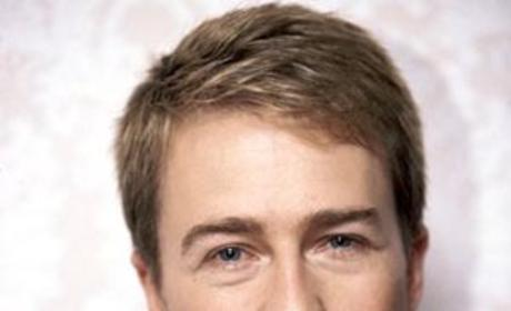 Major Guest Star News: Edward Norton to Appear on Modern Family