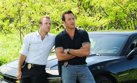 Danny and McGarrett Hanging Out - Hawaii Five-0 Season 5 Episode 1