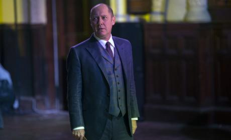Red looking for an exit - The Blacklist Season 4 Episode 5
