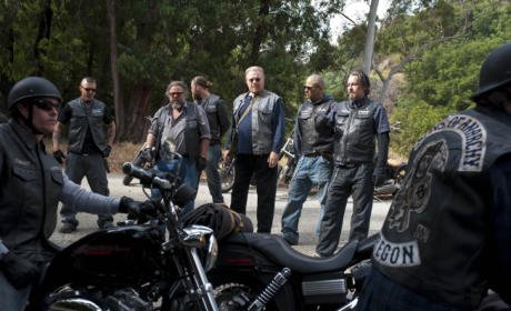 "Kurt Sutter Teases ""Reboot"" on Sons of Anarchy Season Four"