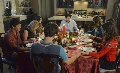 Giving Thanks - Pretty Little Liars Season 5 Episode 13