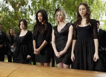 Watch Pretty Little Liars Season 2 Episode 5 Online