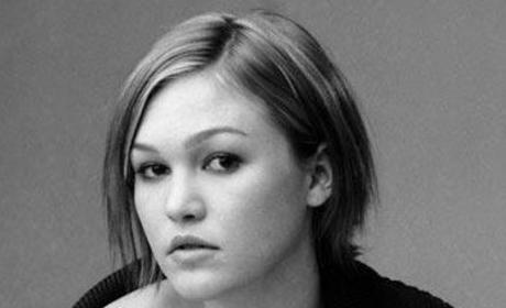 "Julia Stiles Speaks on ""Psychologically and Physically Damaged"" Dexter Character"