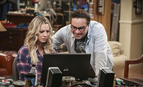 Looking Online - The Big Bang Theory Season 10 Episode 6