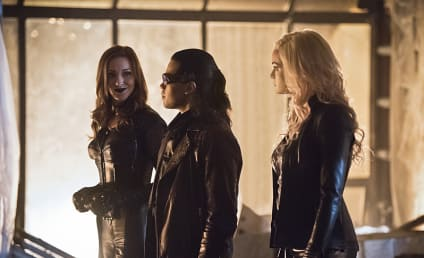 The Flash Photo Preview: Back in Black Siren!