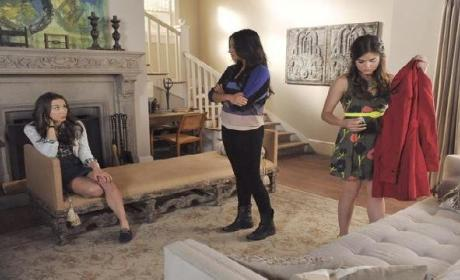 """Pretty Little Liars Canadian Promo: """"The Naked Truth"""""""